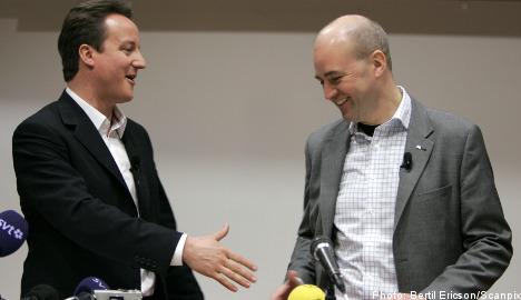 Reinfeldt congratulates Cameron on victory
