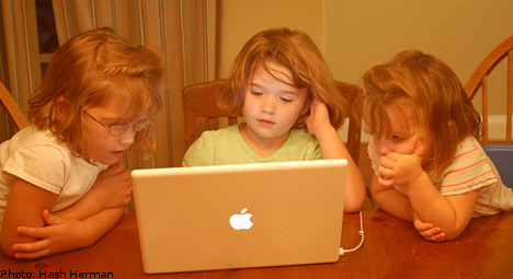 'Class and gender impact youth internet use'