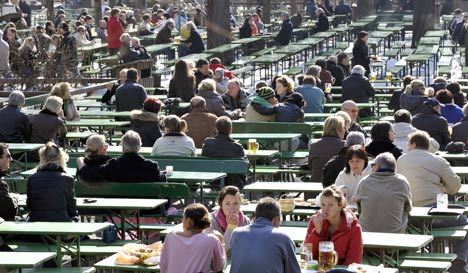 Bavarian beer prices stable as beer garden season begins