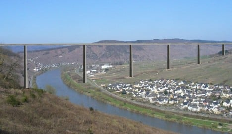 Bridging discord in the Mosel Valley