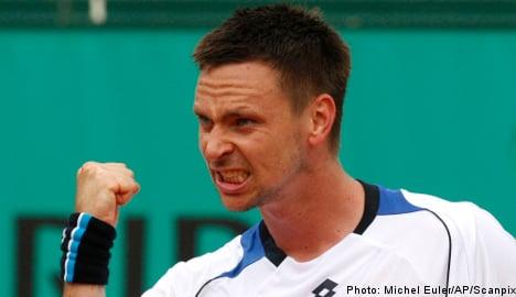 Söderling reaches third round at French Open