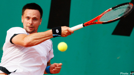 Söderling strides into French Open last 16