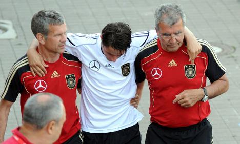 Injury sidelines midfielder Träsch for World Cup