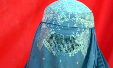Pakistan police arrest German man in burka