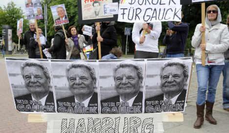Gauck not intending to damage Merkel in presidential race