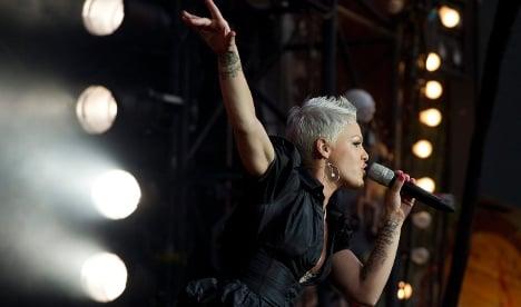 Singer Pink tumbles off stage in Nuremberg