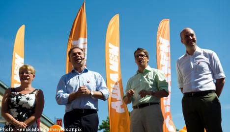 Alliance retains lead as gap narrows: poll