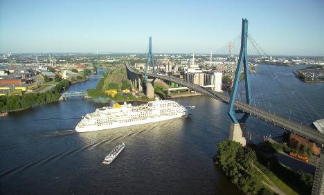 World War II bomb found near major Hamburg bridge
