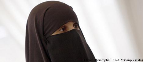 Let teachers ban face veils – Liberals