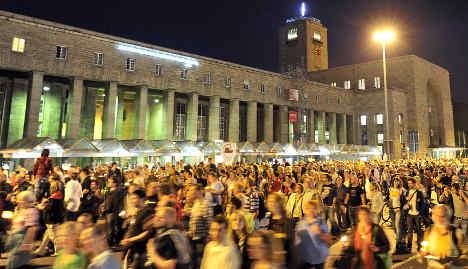 Stuttgart station human chain draws 20,000