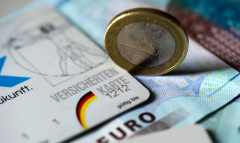 No extra health insurance fees for 2011, Rösler says