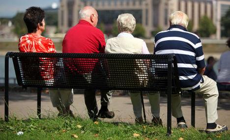 Schröder suggests elderly take part in public service