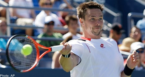 Steady Söderling cruises to US Open fourth round