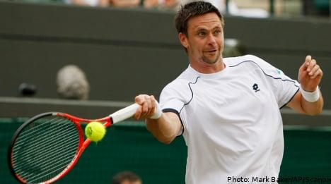 Söderling win sets up Federer last eight clash