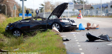 Jewelry thief dies in getaway car smash-up