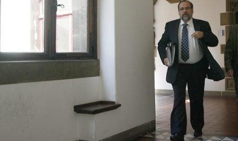 Duisburg mayor seems safe in office despite Love Parade tragedy