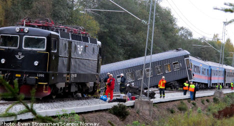 Forty hurt as train derails