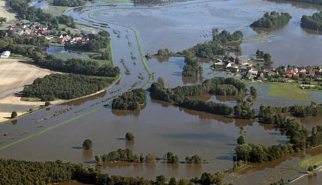 Eastern floodwaters ease but alert remains high
