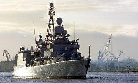 German warship thwarts Somali pirates