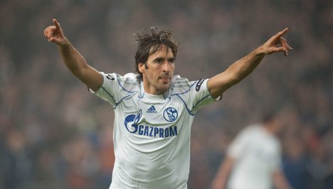 Schalke down Hapoel as Raul makes history