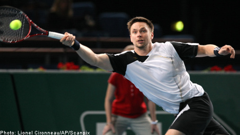 Söderling slays Llodra to set up Paris final