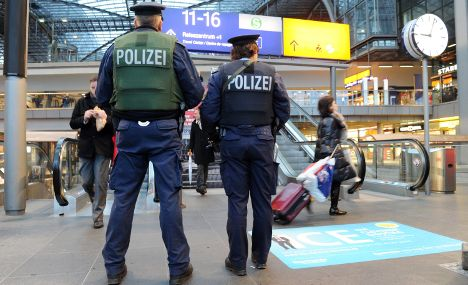 Police call for military help in terror alert