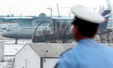 Flight bomb threat possibly linked to Vietnamese deportation