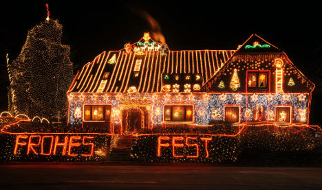 Family covers house with impressive holiday light display