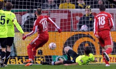 Bayern Munich scores win despite losing captain van Bommel