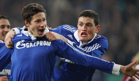 Teen rising star shoots Schalke into semis