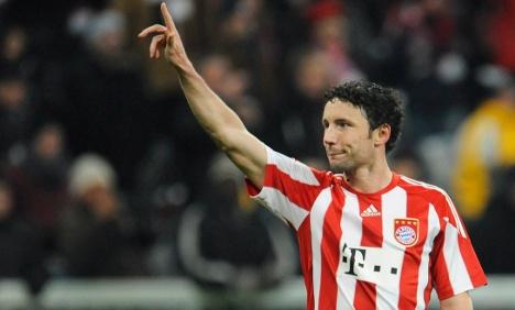 Bayern's Van Bommel transfers to AC Milan