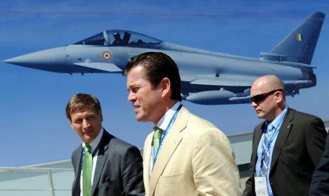 Guttenberg to fly in Eurofighter jet