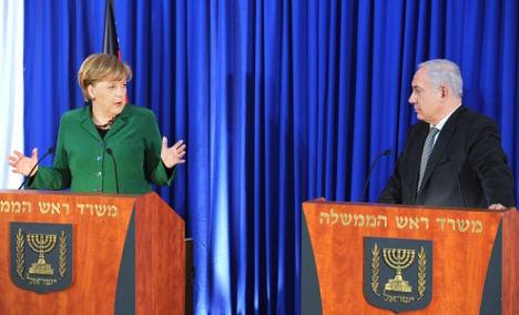 Merkel urges Israel to resume peace talks