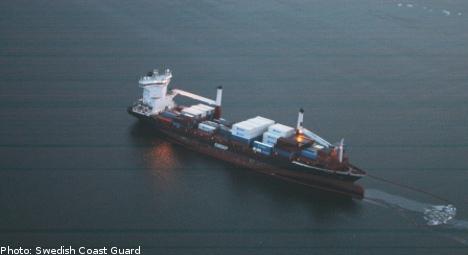 Oil slick threatens Sweden's west coast
