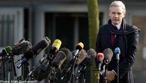 Assange case officer 'friend' of accuser: report