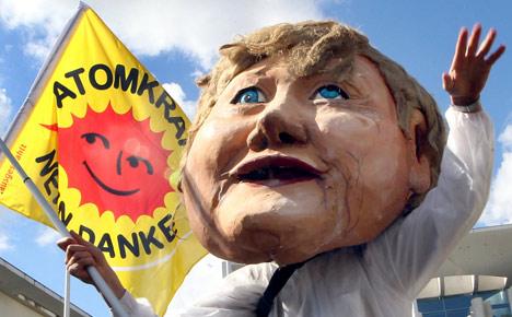 Bad marks for Merkel's response to atomic crisis