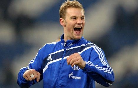 Manchester United target Schalke's Neuer
