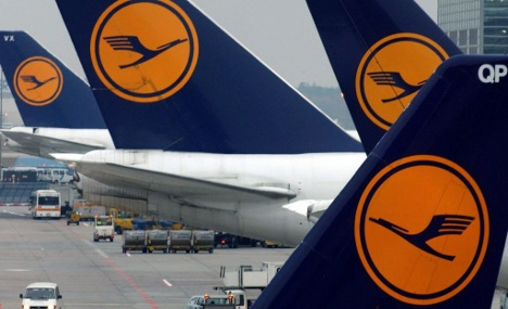 Lufthansa forecasts profits to withstand tough 2011
