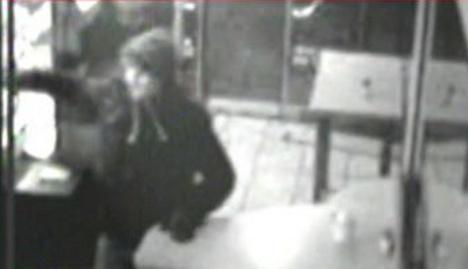 Man stabs kebab shop worker over bad döner