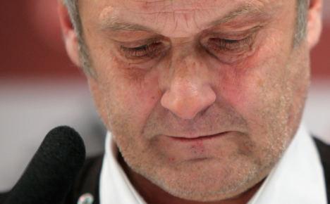 Coach Veh ousted at Hamburg after Bayern drubbing