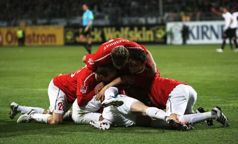 Late goal keeps Mainz on course for Europa League