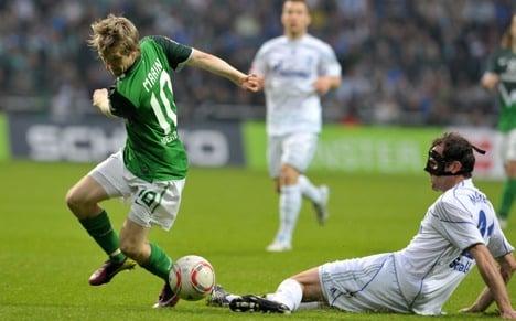 Schalke fight back for draw at Bremen