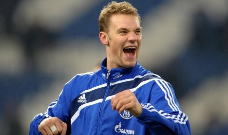 Schalke's Neuer heading to Bayern