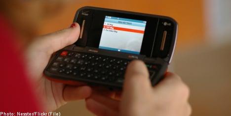 Murder suspect sent 10,000 texts from jail