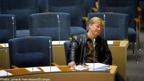 Minister falls foul of Riksdag dress code: MPs