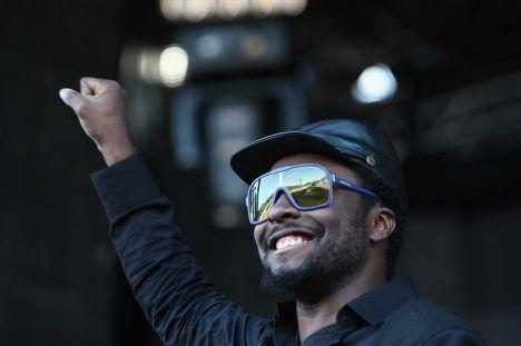Black Eyed Peas star wows Paris crowd in surprise show