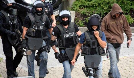 Police give all clear at Aachen clinic after hostage and bomb threat