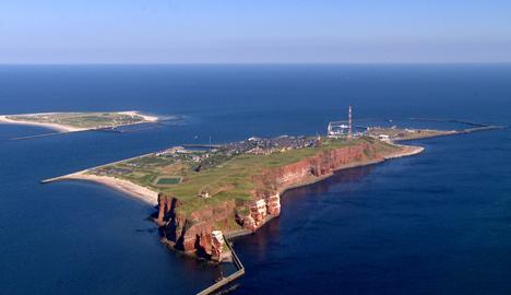North Sea islanders vote on 'reunification'