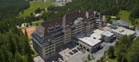 MEP 'bloodied' sneaking into Bilderberg hotel
