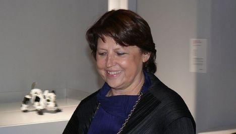 Aubry makes French presidency bid official